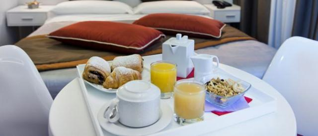 Forus Inn - Breakfast in your room